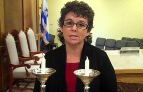 How to Light Shabbat Candles: Reform Tradition & Customs