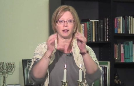 How to Light Candles on Rosh Hashanah